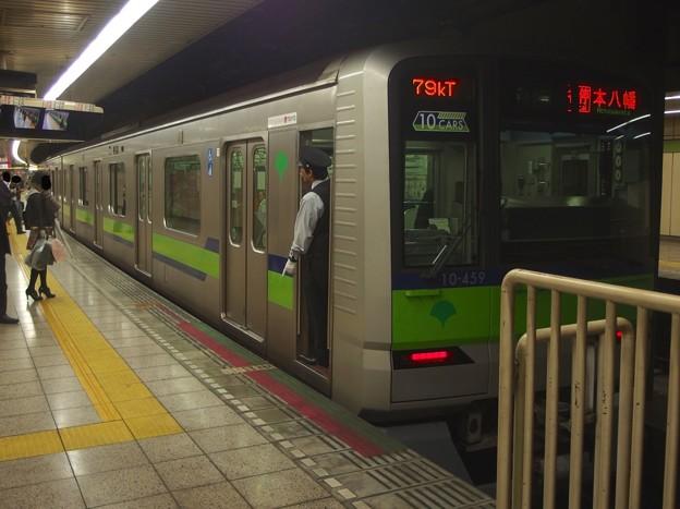 都営新宿線曙橋駅2番線 都営10-450F各停本八幡行き停止位置よし