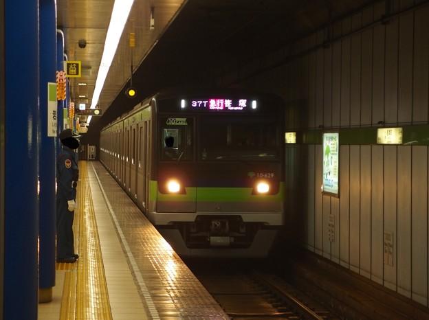 都営新宿線岩本町駅1番線 都営10-620F急行笹塚行き通過