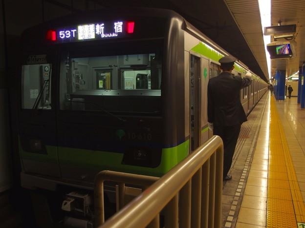 都営新宿線岩本町駅1番線 都営10-610F各停新宿行き側面よし