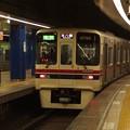 Photos: 都営新宿線岩本町駅3番線 京王9042急行本八幡行き通過後方確認