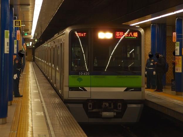 都営新宿線岩本町駅3番線 都営10-420F各停本八幡行き進入(2)