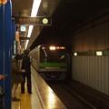Photos: 都営新宿線岩本町駅1番線 都営10-430F各停八幡山行き進入