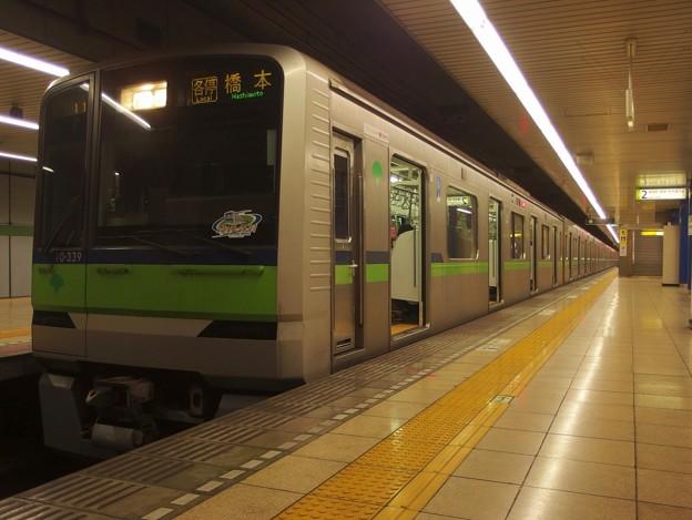 Photos: 都営新宿線岩本町駅2番線 都営10-330F各停橋本行き