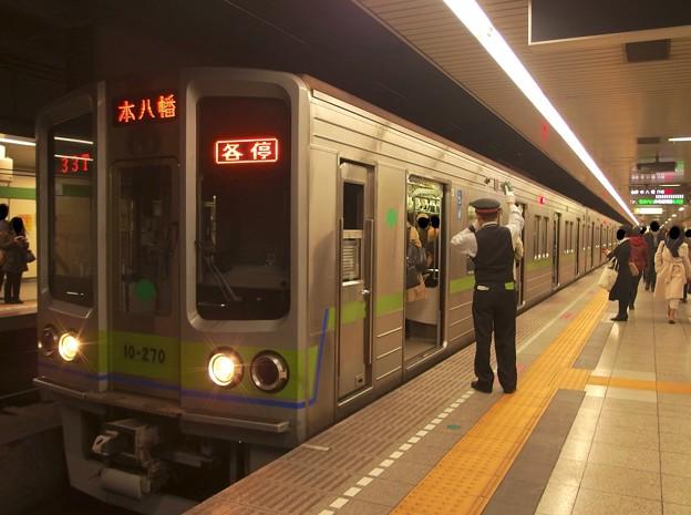 都営新宿線馬喰横山駅2番線 都営10-270F各停本八幡行き客終合図