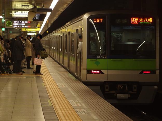 都営新宿線馬喰横山駅2番線 都営10-370F各停本八幡行き停止位置よし
