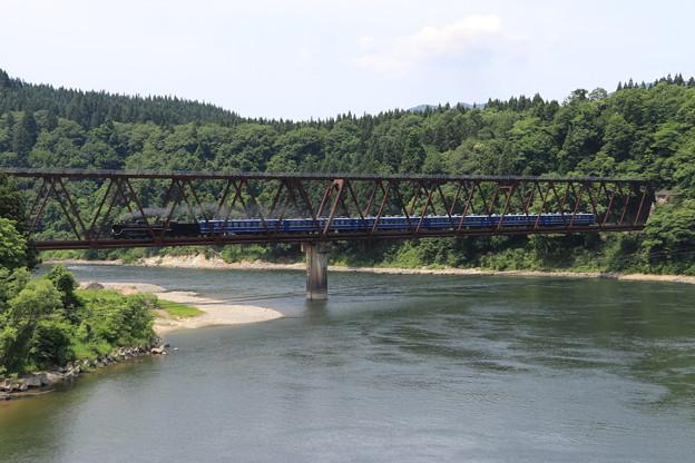 阿賀野川を渡るSLばんえつ物語号