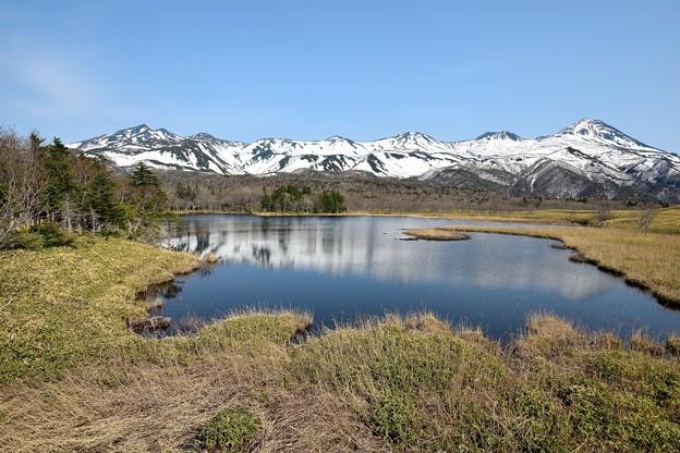一湖と知床連山 (2)