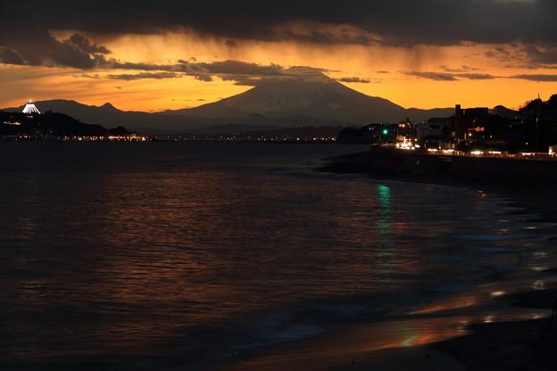 稲村ケ崎夕景 寄せる波