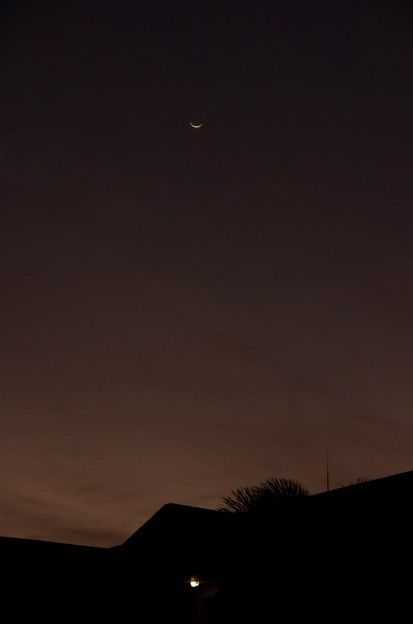 Photos: The Crescent Moon 11-26-16