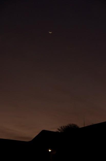 Photos: The Crescent Moon 11-26-16