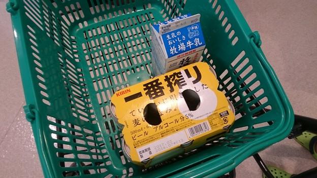 Photos: 夕方からの喜多方行きのために、家に置いていくものと旅に持っていくものを買い出しに来た、けど、これしか買わなくていい、のかな?