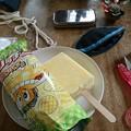Photos: 小銭入れにファスナーをつけた。とても満足な出来。完成まであとちょっと。おやつにガリガリ君リッチメロンパン味を食べる。なんだこれは。美
