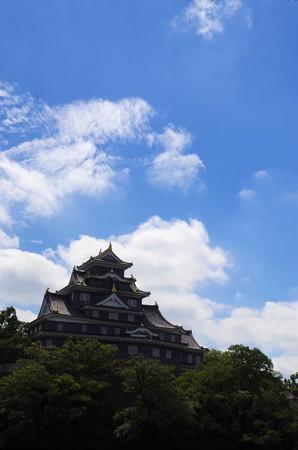 秋晴れの岡山城
