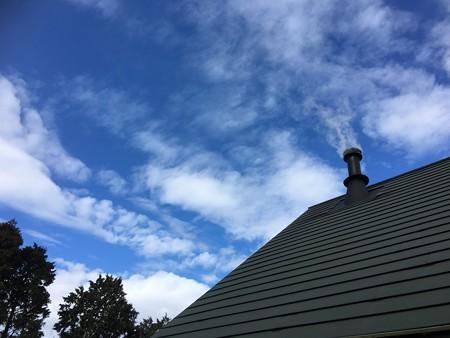 青い空と白い煙モクモク