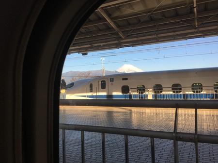 富士山側の席をキープ!