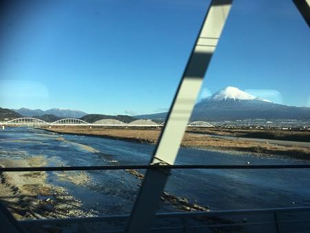 なんてこったー!最高のビューポイント「富士山と富士川」に橋桁が飛び入り参加(とほほ)
