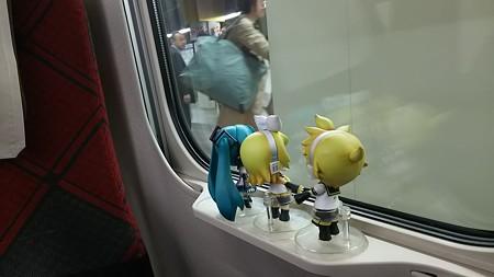 レン:「定刻で、金沢駅に到着ぅー♪」