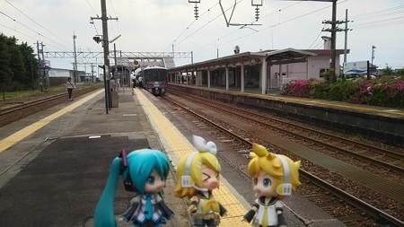 リン:「泊駅に止まっちゃったwww」 レン:「そりゃ止まるだろ、終点...