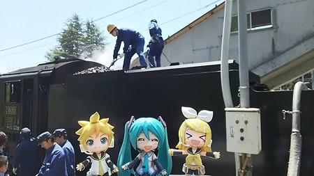 津川駅に16分停車。ここでSLのご飯(石炭・水)を補給します。 レ...