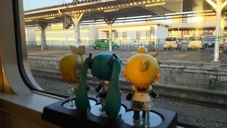 ミク:「会津若松駅で、11分停車です。ここから進行方向が逆になり...