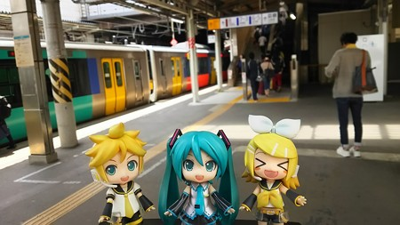 リン:「水戸駅に着いた! お疲れちゃまーん♪」 ミク:「なんと、...