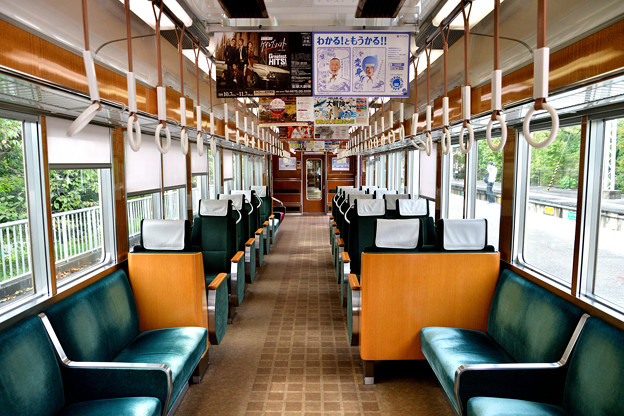 2016_1009_130925 6300系電車の内装