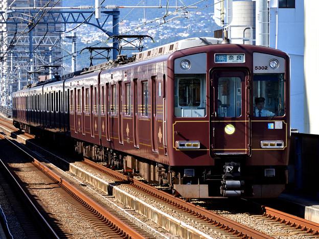 2016_1029_131526 近鉄から乗入れの三宮発奈良行快速急行