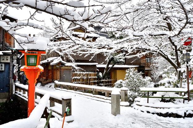 2017_0115_091530 祇園巽橋雪化粧