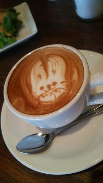 ダブルトールカフェで描いてもらったうさぎさん。超可愛いしカフェラテも凄く美味しかった(*´ω`*)