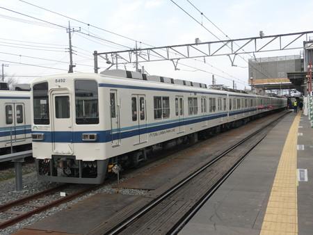 岩槻駅に止まっている8000系