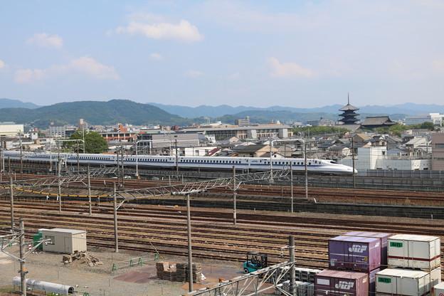 五重塔とN700系