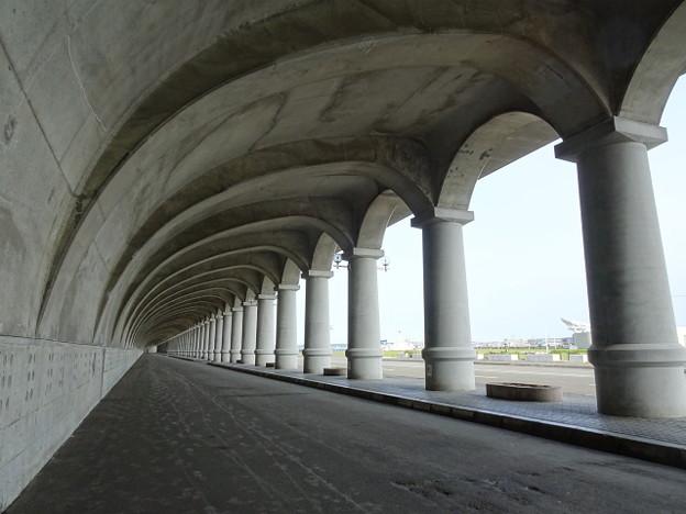 DSC02708-1 防波堤ドーム 古代ローマ建築を思わせる世界的にも類のない構造物として北海道遺産となっています