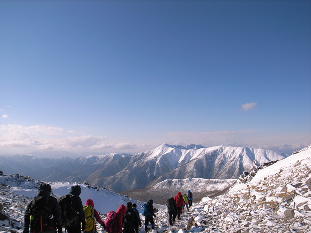 日本の山 雪山講習会 那須茶臼岳 雄大な山岳展望の中、下山開始です。
