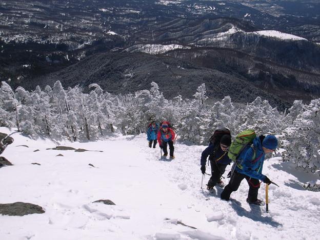 日本の山 雪山講習会(STEP2) 蓼科山 ぐんぐん標高を稼ぎます。