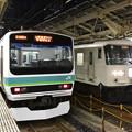 写真: 普通列車と湘南ライナー13号