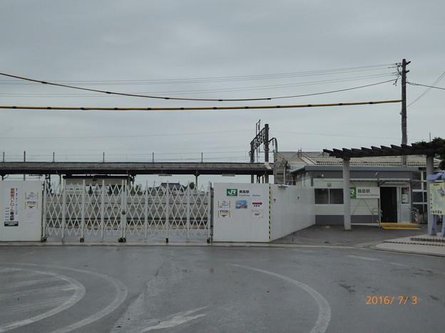写真: 藤島駅 仮駅舎