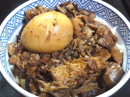 台湾B級料理の魯肉飯(ルーローハン)