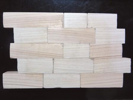 木材を適当な長さに切って貼り付け