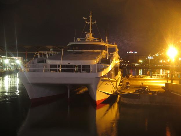 夜の博多港  1