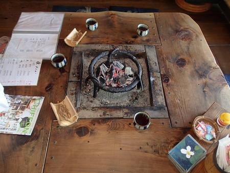 私たちが座った囲炉裏