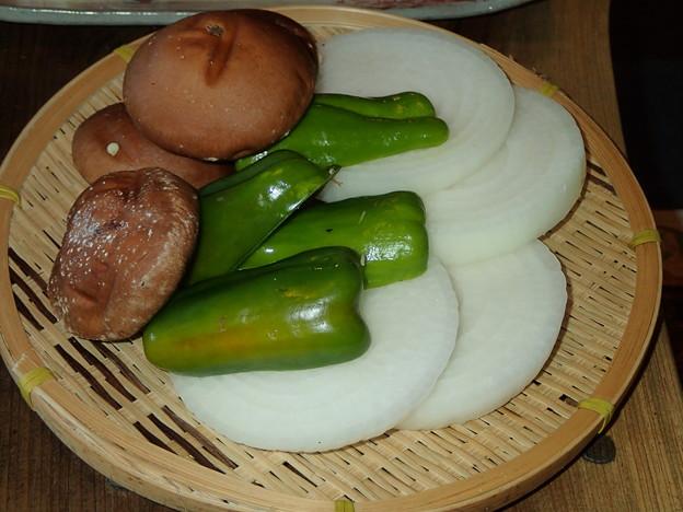 写真: 焼き用地元の野菜
