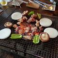 写真: 炭火焼き BBQ