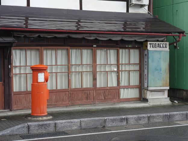 タバコ屋とポスト (長野県松本市開智)