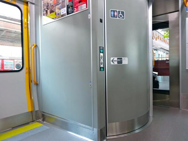 JR西日本227系電車 車いす対応トイレ multipurpose restroom
