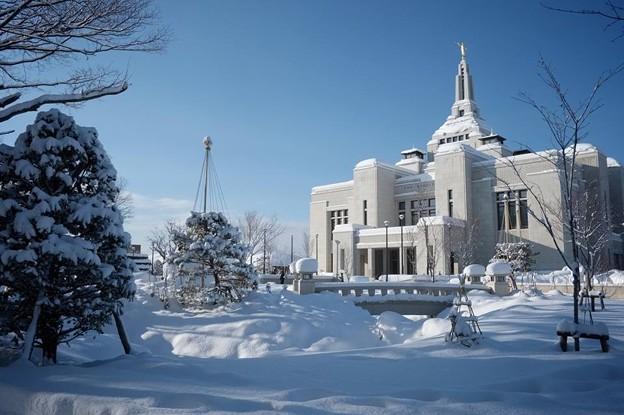 雪化粧の札幌神殿