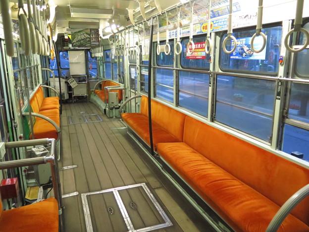 【函館市電の車内で一句。】バス窓に 板張りの床 非冷房