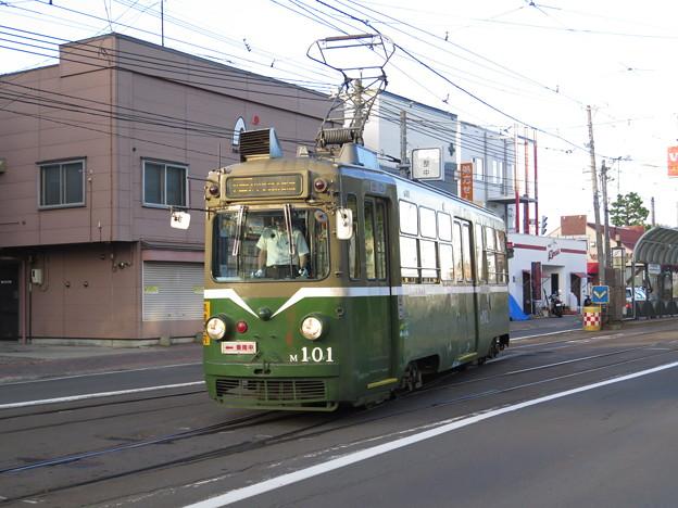 Photos: 一形式一両の札幌市電M101 塗装も渋い。 @札幌市交通局 中央図書...