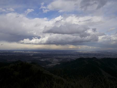 景信山山頂から東京を望む2