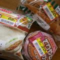 Photos: 見切り品のパン @フードワン