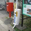 徳島県小松島市の牟岐線南小松島駅の白ポスト、向かって右。(2015年)